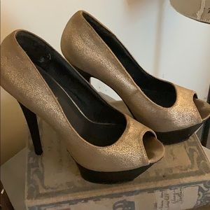 Gold high heels open toe black size 7